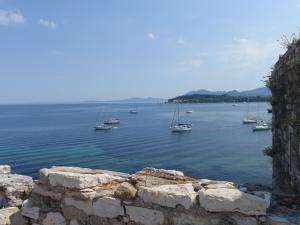 Adriatica ankret utenfor Korfu.